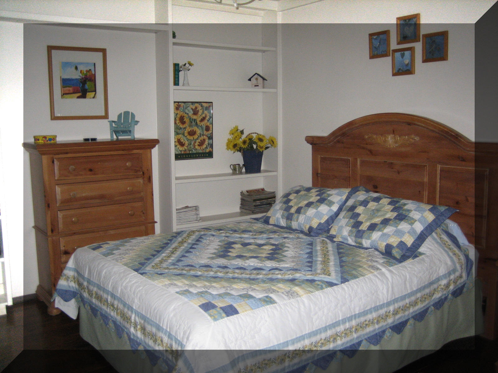 One of two guest bedrooms, one equipped with a bunk bed. Click to enlarge.
